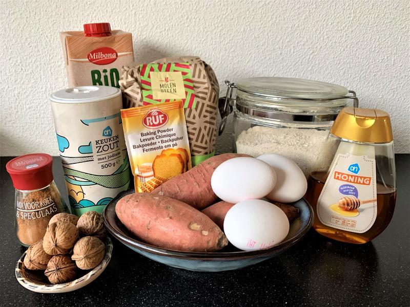 Ingrediënten zoete aardappel cake zonder suiker