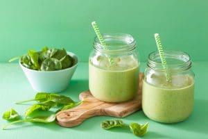 groene-smoothie-met-spinazie-gezond-weekmenu