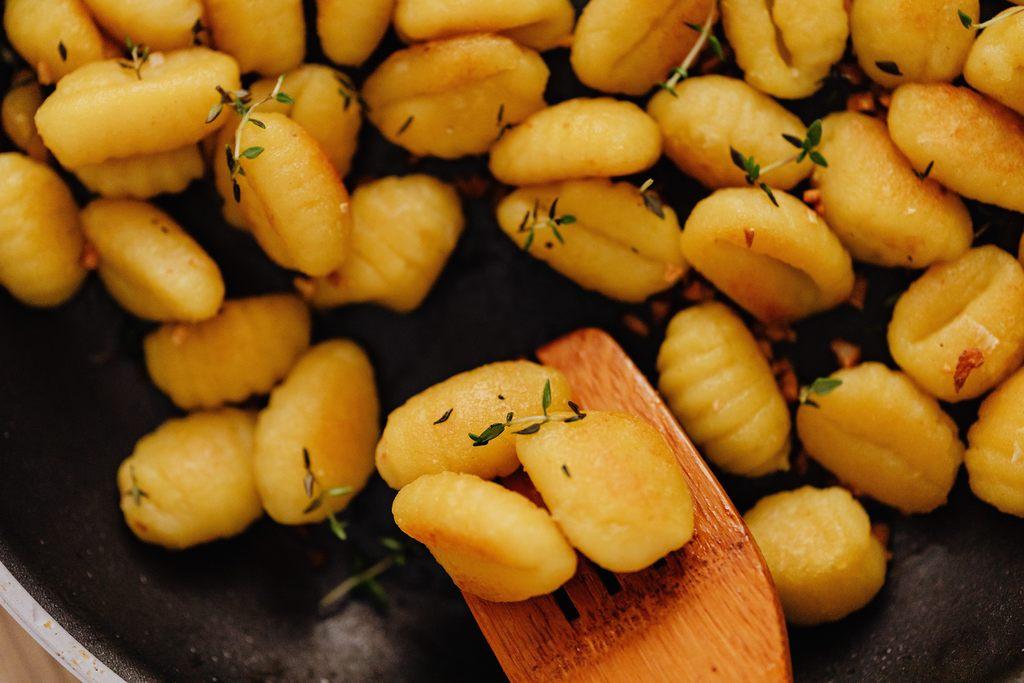gebakken-gnocchi-met-spekjes-gezond-weekmenu