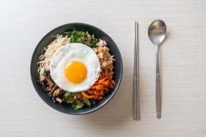 koreaanse-bibimbap-recept-gezond-weekmenu